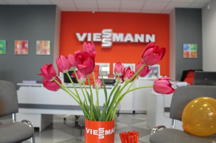 Милые Дамы! Поздравляем Вас с первым праздником весны - Международным женским днем 8 Марта!